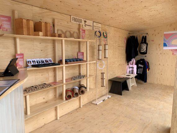 Mutoilun opiskelijoiden Virta-yhteisön myyntipiste Kouvolan asuntomessuilla.