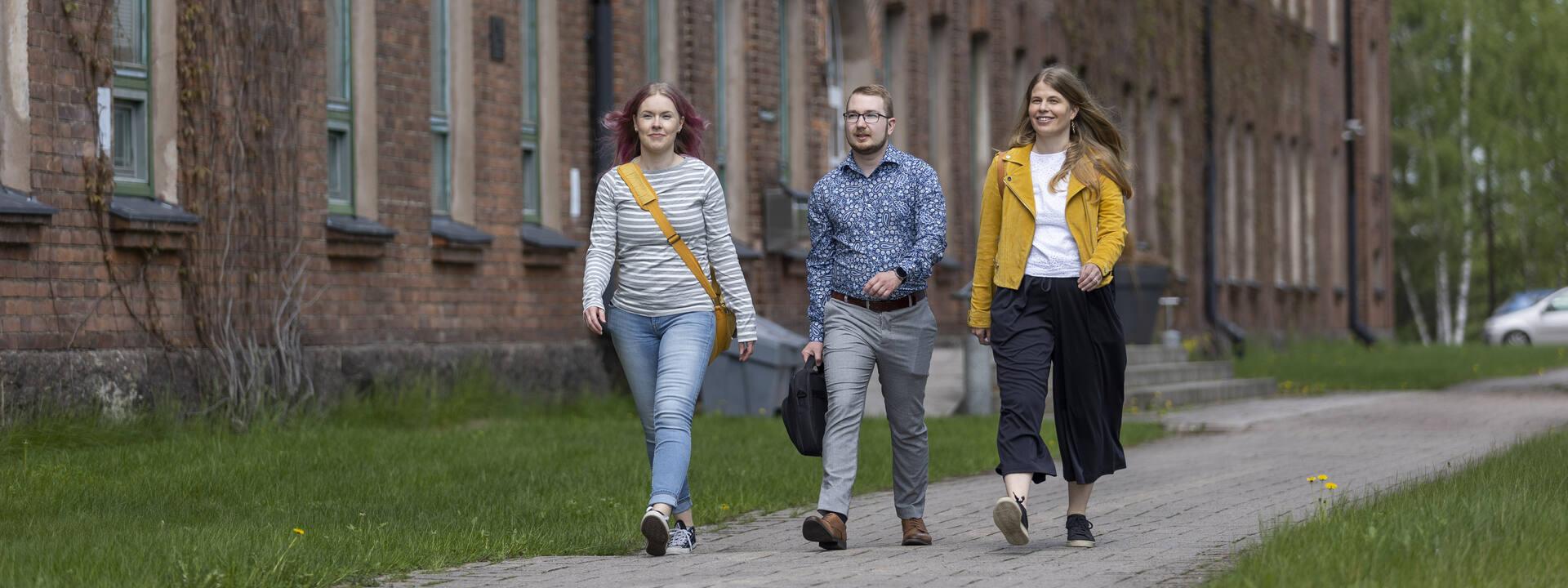 Three women walking in Kouvola campus.
